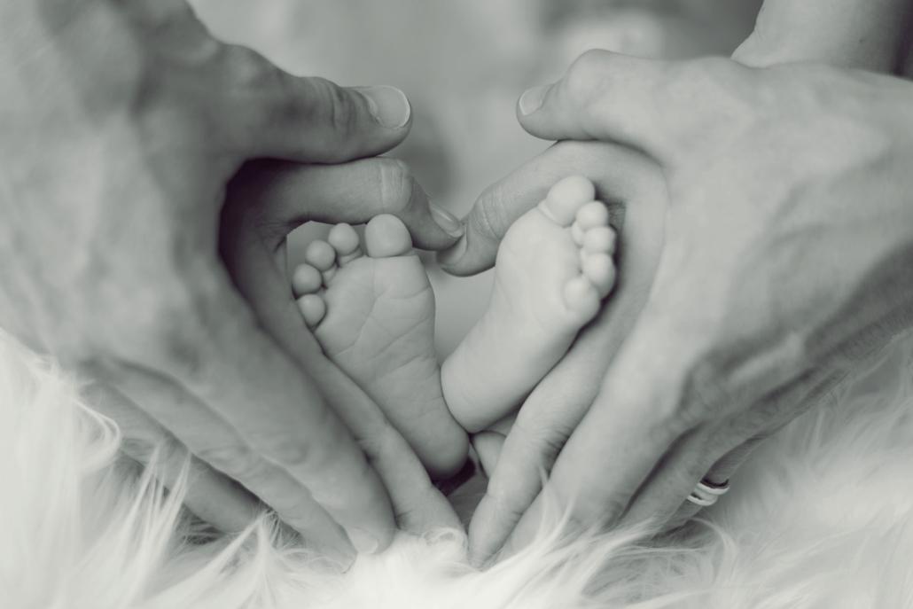 Familienaufstellung, Baby Füße
